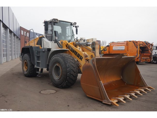 Liebherr  L566 wheel loader (3)