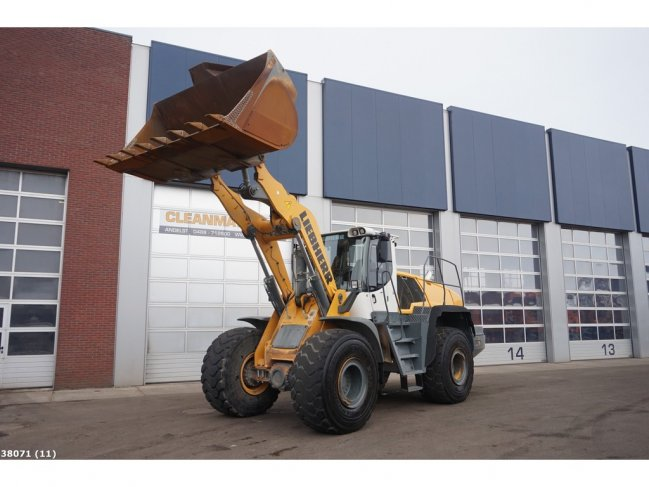 Liebherr  L566 wheel loader (10)