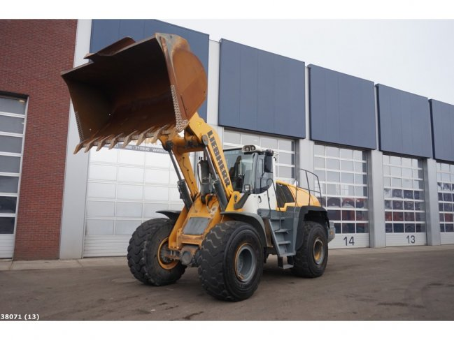 Liebherr  L566 wheel loader (12)