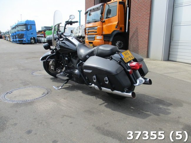 Harley-Davidson  Tour 96 FLHRC ROAD KING CLASSIC (2)