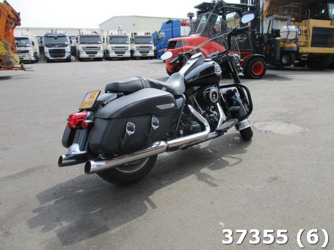 Harley-Davidson  Tour 96 FLHRC ROAD KING CLASSIC (3)