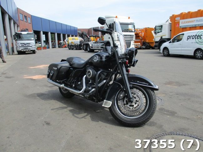 Harley-Davidson  Tour 96 FLHRC ROAD KING CLASSIC (4)
