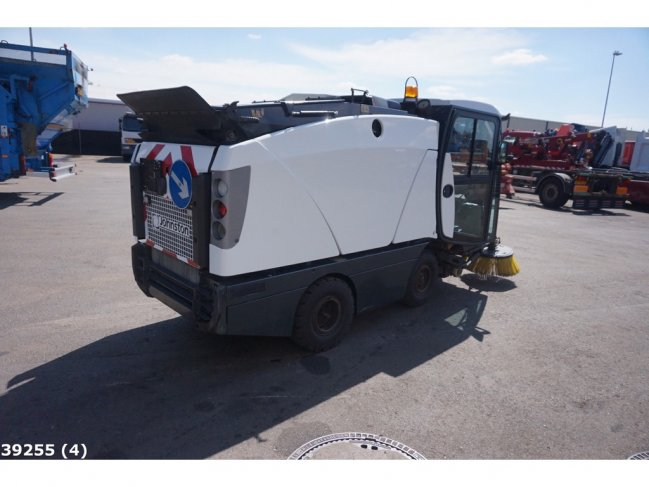 Johnston  CN 201 sweeper (2)