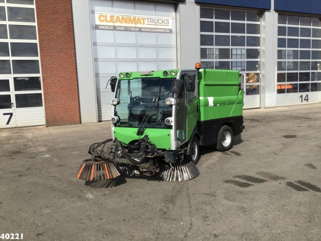 Bucher  CityCat 2020 with 3-rd brush (0)