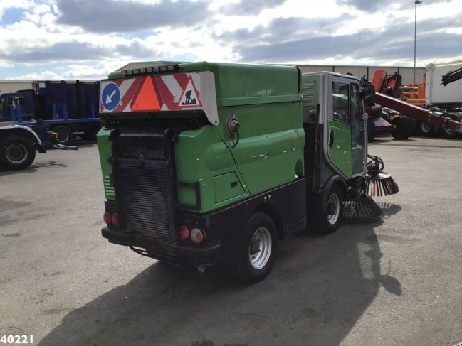 Bucher  CityCat 2020 with 3-rd brush (2)