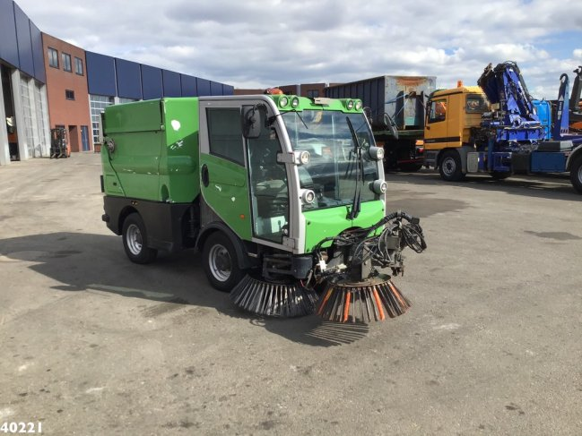 Bucher  CityCat 2020 with 3-rd brush (3)