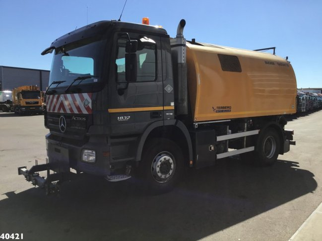 Mercedes-Benz  Actros 1832 Euro 5 Bucher Optifant 70 (2)