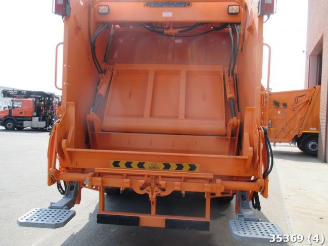Volvo  FMX 370 6x4 EURO 3 NEW AND UNUSED! (3)