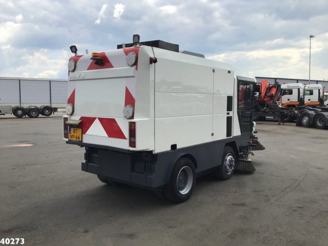 Ravo  580 EURO 4 80 km/h with 3-rd brush (2)