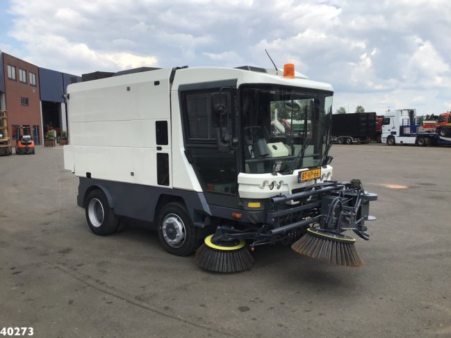 Ravo  580 EURO 4 80 km/h with 3-rd brush (3)