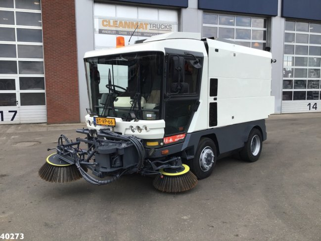 Ravo  580 EURO 4 80 km/h with 3-rd brush (6)